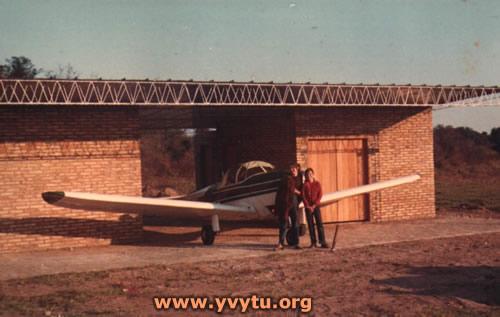 ZP-TAS en su hangar propio en Yvytú